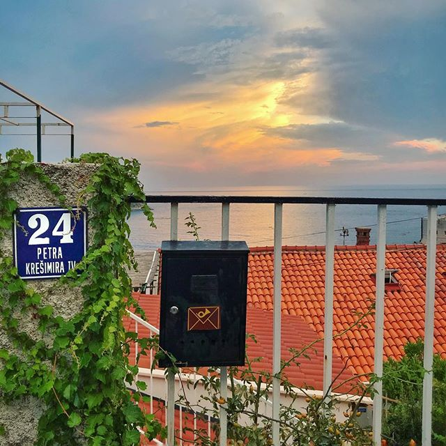 Address #signhunting . . . #dubrovnik #croatia #sunset #sky #travel #travelphotography #vacation