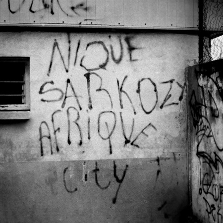 Depuis la politique d'immigration fortement renforcée par le gouvernement Sarkozy, Mayotte détient le triste record du nombre d'expulsions du territoire français avec bien-sûr son lot de drames et de dérapages.