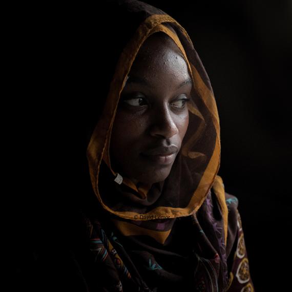 Kenzah , une des rares Slammeuses des Comores...