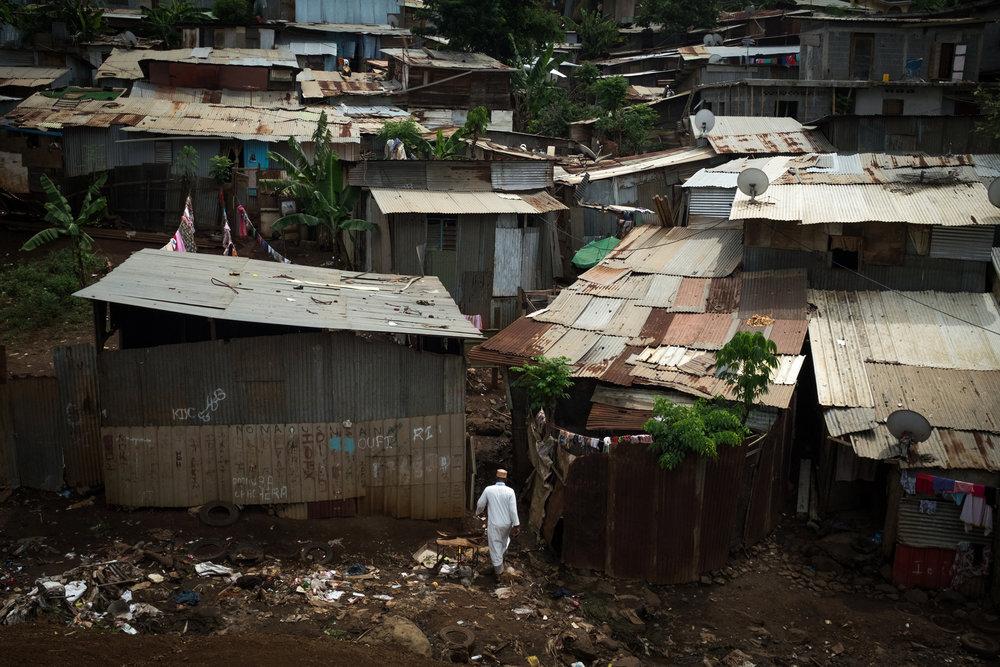 Kaweni ,le plus grand bidonville de Mayotte (et de France depuis 2011) , à 1 km du chef lieu.