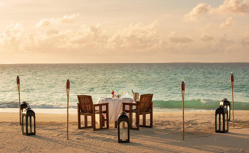 beach-dining-hotelphotography-joejenkin.jpg