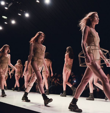 Maya Geller's byzantinian chainware at Fashion week Tel Aviv, photo by idicvm.