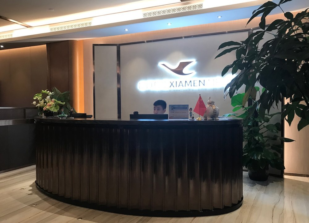 Overnight layovers in XIamen include a hotel, airport lounge or city tour.