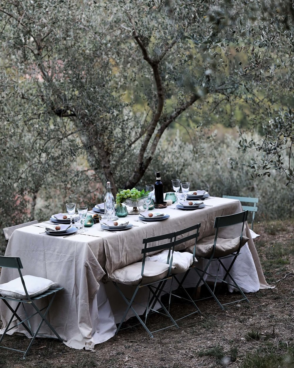 TUSCANY / ITALY  October 2019 (exact dates will soon be announced)  'A HARVEST GATHERING'  4-day retreat around harvest, fall feasts, cooking & photography More details will be released soon  This workshop will be released ultimo May 2019