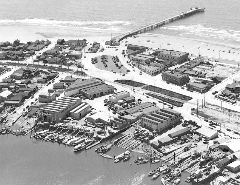 Downtown Newport Beach and the new pier, circa 1940s (Courtesy the Orange County Archives).