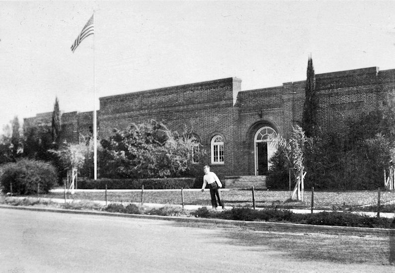 West Orange School, 1924-1965 (courtesy the Orange Public Library and History Center).