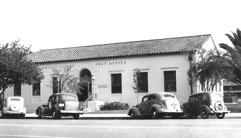 The downtown Fullerton Post Office in the 1940s.
