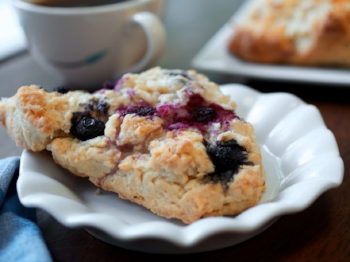 mixed berry scone.jpg