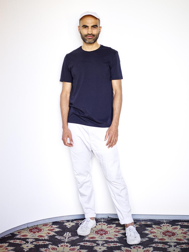 PASHARAFIY - Pasha Rafiy est né en 1980 à Téhéran en Iran. En 1985, il quitte son pays natal avec sa famille pour s'installer au Luxembourg. En 2001, il part à Vienne où il obtient son diplôme de l'Université de Vienne. Il est actuellement directeur artistique du journal Die Presse. Ses œuvres ont été exposées, entre autres, dans l'exposition collective FLUX Feelings de Lët'z Arles aux Rencontres d'Arles (2017), au Centre d'art Dominique Lang à Dudelange (2016), au Carré Rotondes à Luxembourg (2014), au Centre d'art contemporain Faux Mouvement à Metz (2010) et au MUDAM Musée d'Art Moderne Grand-Duc Jean (2009). En 2016, il réalise son premier documentaire, Foreign Affairs.