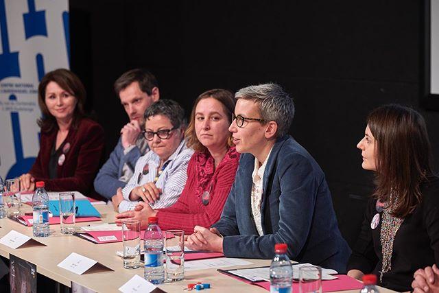 Sam Tanson, Ministre de la Culture affichant son soutien aux artistes lors de la conférence de presse de Lët'z Arles. 📷 ©️ Romain Girtgen / CNA #letzarles #luxembourg #claudiapasseri #aedicula #krystynadul #resonance #chapelledelacharite #rencontresarles#rencontresarles2019 #arles#photo#festival
