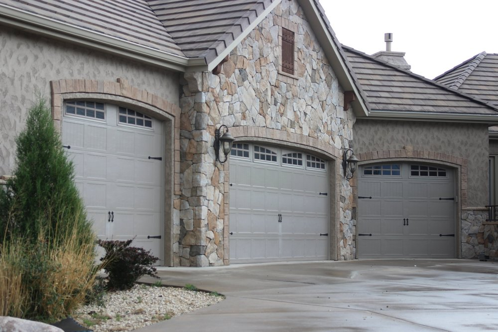 Ordinaire Father U0026 Son Garage Door Company Has A Huge Selection Of Garage Doors  Ranging From Insulated Steal, Wood, And Glass. We Offer Many Styles With  Optional ...