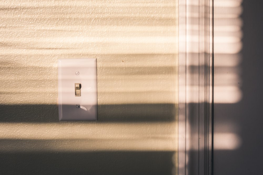 light-switch-shadow-switch-927546.jpg