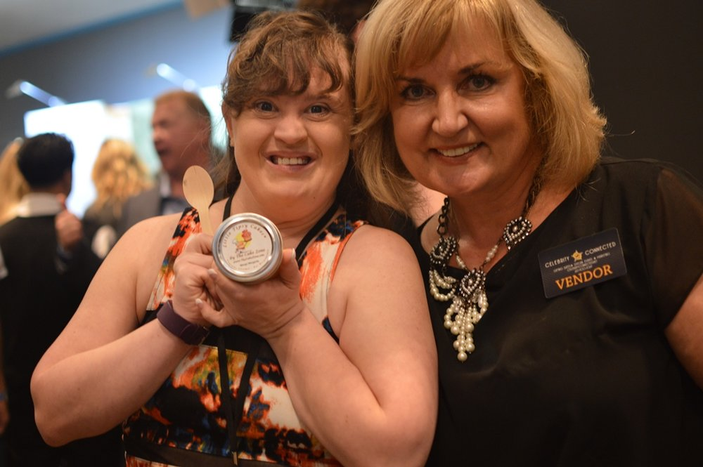Emmy2016_ Jamie Brewer_ The cake Zone _ Little Tipsy cakes (1).JPG