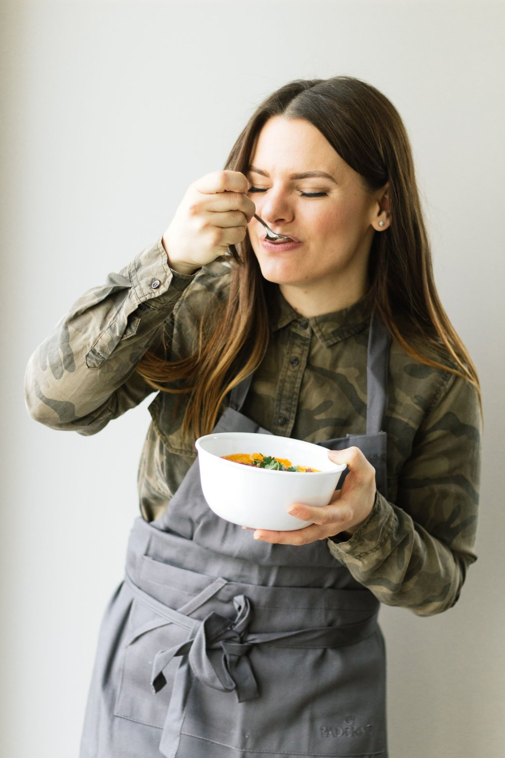 Meet Meaghan! - A passion for nutrition + a flair for cooking!bridging the gap between healthy eating & real, messy, everyday life. Meaghan creates meals that are nourishing and delicious.certified in the field of holistic nutrition plus 10 years of culinary experience, meaghan brings her knowledge and her craft together to create better prep.
