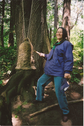 Marline_with_Bell_in_Woods.jpg