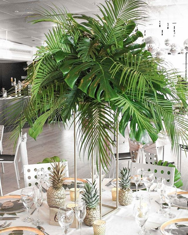 Pass us a Pina Colada! (it's nearly the weekend) We can't get enough of this fab tropical styling with fresh foliage feat. fancy pineapples courtesy of the fabulous @sprigandthistle ⠀⠀⠀⠀⠀⠀⠀⠀⠀ Add some fun to your Wedding Breakfast with centrepieces your guests won't forget in a hurry! . . #weddingstyle #weddingtables #weddingdecor #foliage #tabledecor #naturaldecor #pineapples #instawed #balticwedding #weddingsatbaltic