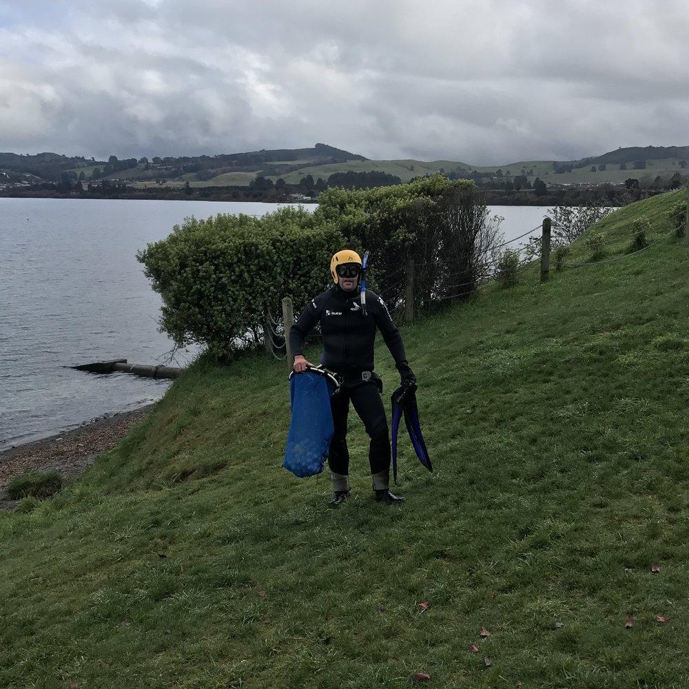 Freediving for golf balls - Lake Taupo