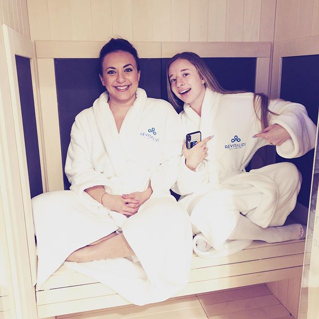 Happy Saturday ! Warming up in an infrared sauna after a full body Cryo session. Come in today and get 10 percent off ! #cryotherapy