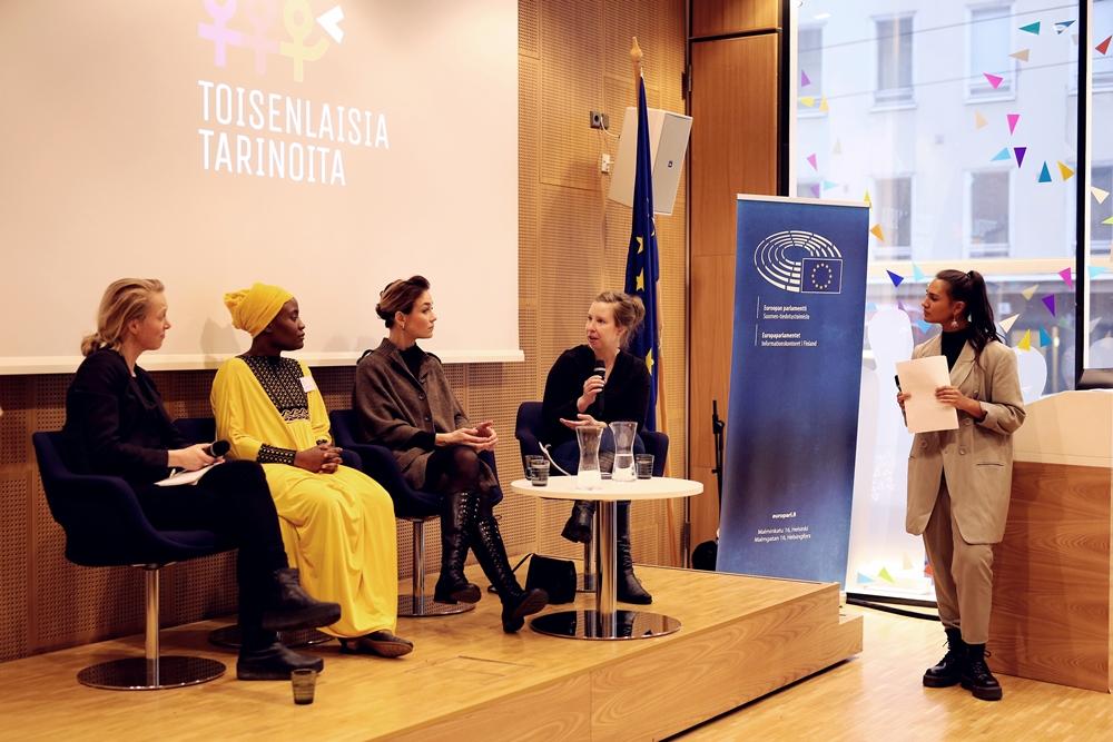Paneelissä keskustelivat Venla Roth, Itohan Okundaye, Essi Thesslund ja Erna Alitalo.