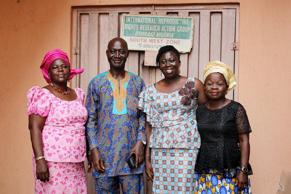 International Reproductive Rights Research Action Group (IRRRAG) on yksi järjestöistä, jotka toimivat Benin Cityssä ihmiskaupan ehkäisemiseksi. Kuvassa työntekijät ja vapaaehtoiset Patience Ekpere, Victor Oghide, Theodora Eghomwan ja Agnes Gpale.