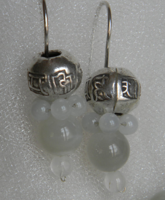 Dangle earrings with moonstone beads