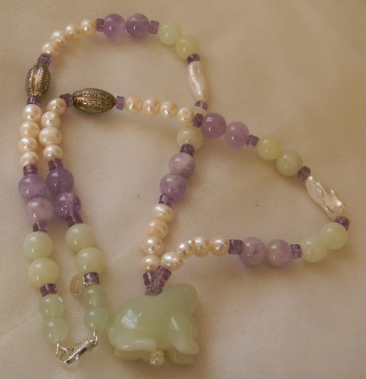 Carved jade bunny rabbit with amethyst