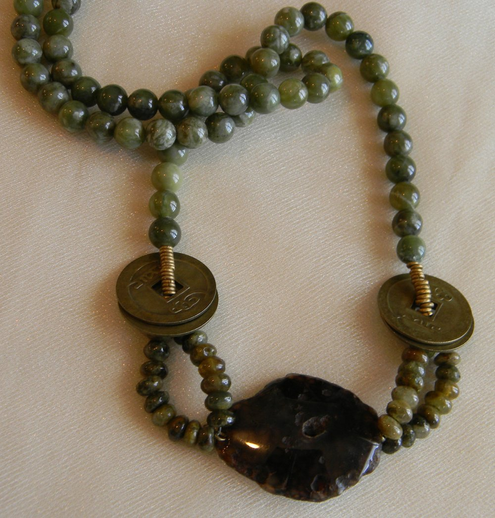 Agate pendant with green garnet beads