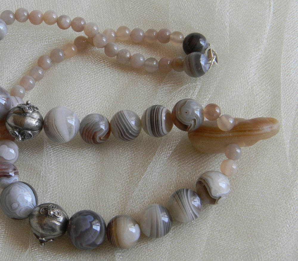 Botswana agate beads necklace with mauve moonstones