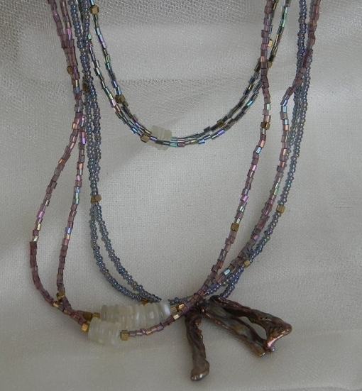 Glass beads necklace with pearl beads pendant