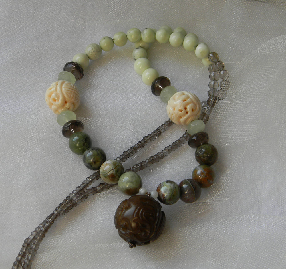 Jade bead pendant w large green opal & chrysoprase beads necklace