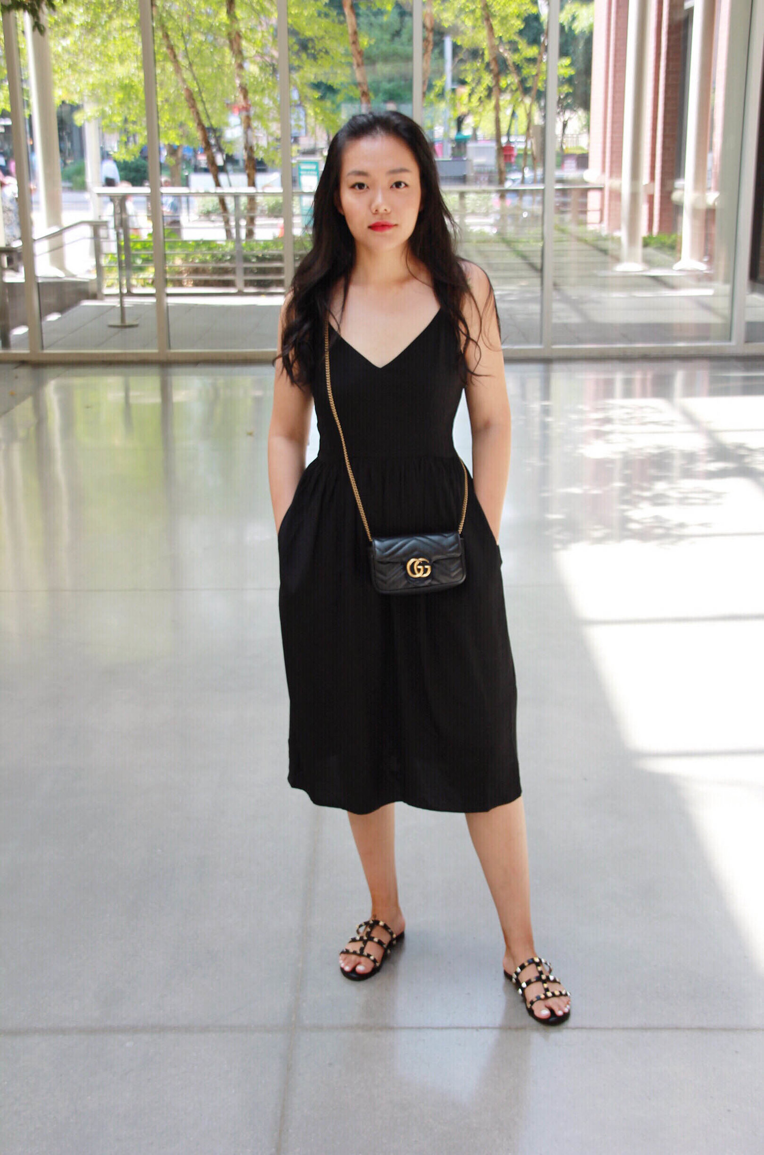 5d0a719220c1 how to make a black dress stand out, accessories for black dress