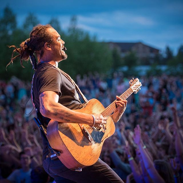 We are still buzzing from the always wonderful @michaelfranti concert in Bend earlier this week! Thanks @bendconcerts for having us capture the magic!! #mybackyardbend #lesschwabamphitheater #michaelfranti
