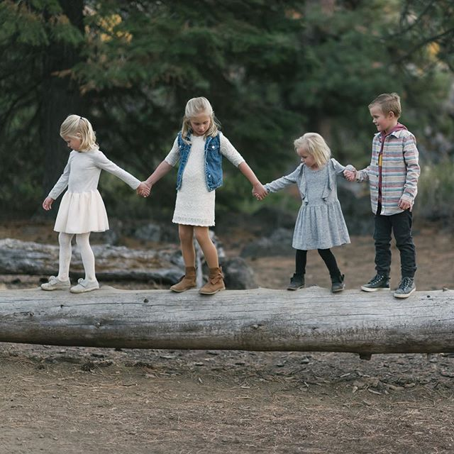 These four cousins absolutely stole the show! How lucky are they that they get to grow up in the same town together? #letthemexplore #familyphotography #inbend #lifestylephotography @jillhcraveiro
