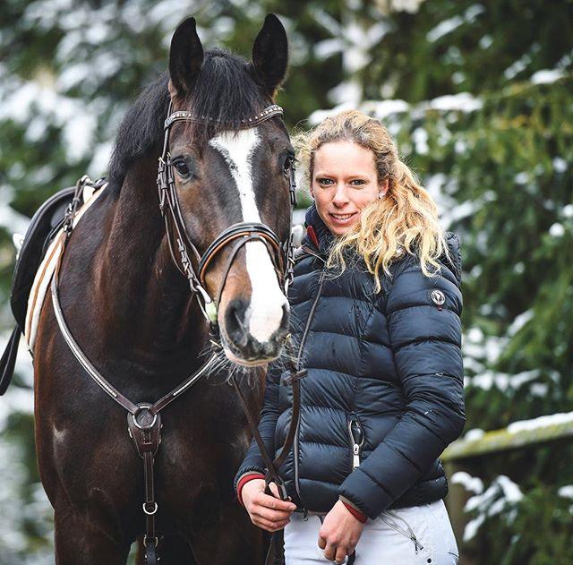 Herzlich Willkommen auf der Instagram-Seite von Baholz Reitsport in Dielsdorf ZH. Wir sind ein junges Team, welches die Freude am Pferdesport teilt und euch hier weitervermitteln möchte. Seit Februar 2018 wird das Reitzentrum von Alexandra Grossenbacher geleitet. Zum Angebot gehören sowohl Pferdeboxen für Pensionäre wie auch die Ausbildung für Pferd und Reiter. Besucht uns auf unserer Website – den Link findet ihr in der Bio. #baholzreitsport #baholz #pferdesport #pferde #horse #horsebackriding