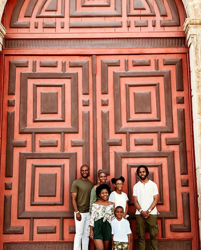 """Last week was my mom's birthday and I thought we should have a family photoshoot since it's rare that ALL of us are in the same place at the same time. My mom was a very religious woman and also very pro-Black. I chose Iglesia de San Pedro Claver because he was a Spaniard who was in Cartagena as the Spanish were colonizing the city and country and participating in slavery. However he was very anti-slavery and did everything in his will to help the slaves. He was known as """"the patrol of the slaves."""" When slave ships arrived to the ports of Cartagena he would enter the ships immediately to help treat and tend to them with medicine and food. He viewed them as humans and not just cargo as the rest of the Spanish did. He would also help to educate and minister to them, and never thought of himself better because of his heritage. He also would lodge with them instead of nicer accommodations during his ministries. ⠀⠀⠀⠀⠀⠀⠀⠀⠀ ⠀⠀⠀⠀⠀⠀⠀⠀⠀ With knowing that history I thought this would be the perfect location to pay respects to my mom. A place that I felt embodied a lot of who she was as a person, selfless, humble, and compassionate. If you're ever in Cartagena it's definitely a church you should walk by. It's very pretty. Also scroll left to see when a man threw bread seeds in front of us 🙃 #OdeToMyMama"""