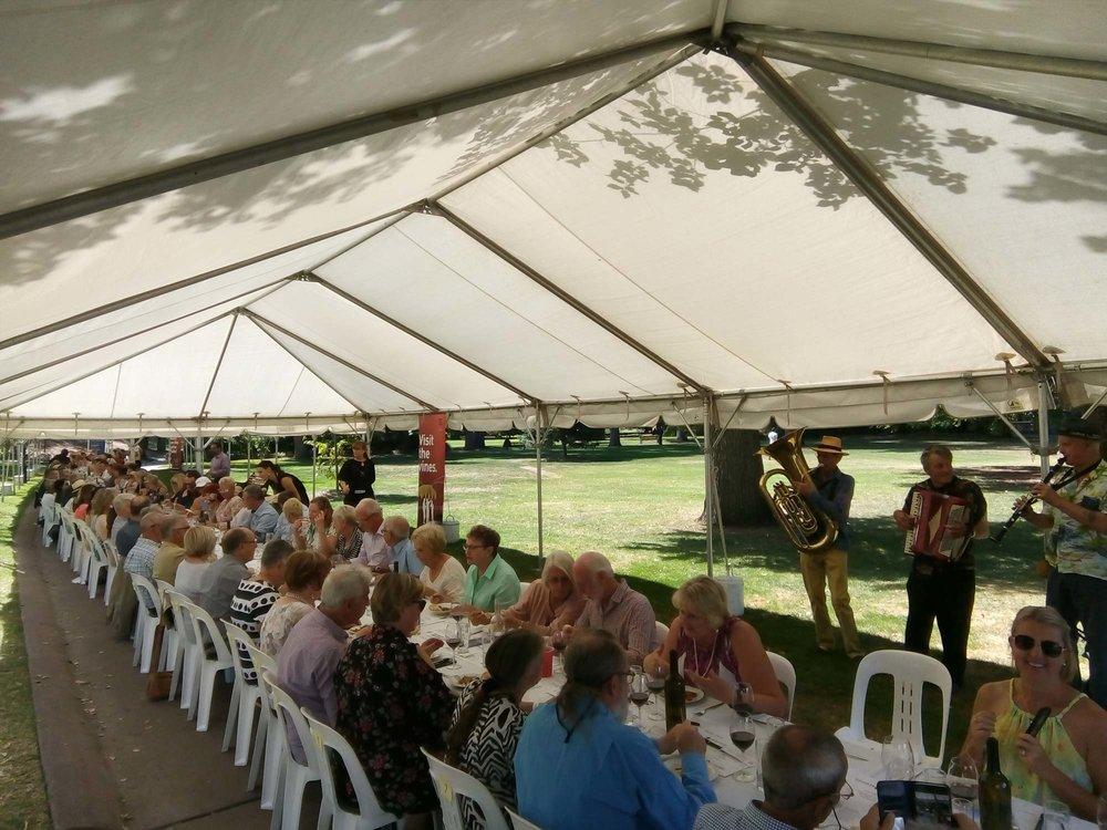 bendigo-winegrowers_blog_longest-lunch-raising-money.jpg