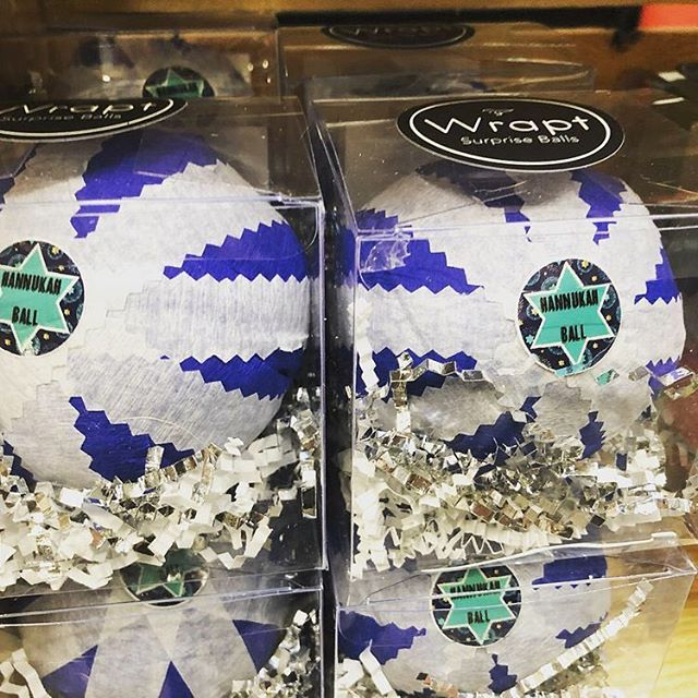 Just in time! Grab your #hanukkahsurpriseballs now for a great addition to one (or all!) of your celebrations! #wraptsurpriseballs #hanukkah #gifts *link in bio