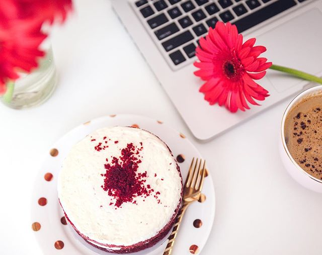"I used to code websites from scratch as I thought using software was ""cheating""🤦🏻‍♀️. I've learnt to work smarter, not harder, thank goodness💁🏻‍♀️! More time for the fun stuff 🌸 #tuesdaytip #mmmcake #flowers #creativity #catchupmedia"