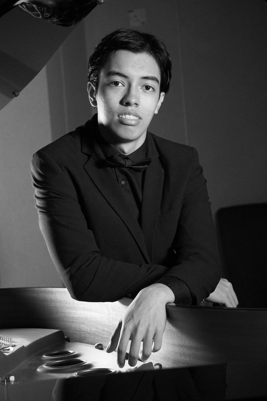 TENGKU IRFAN,   piano