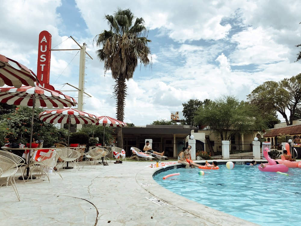 austin-motel-pool-area.JPG