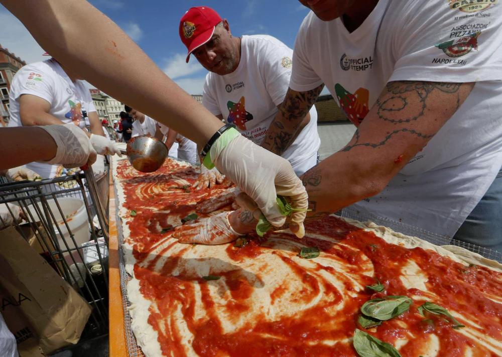makingpizza1.png