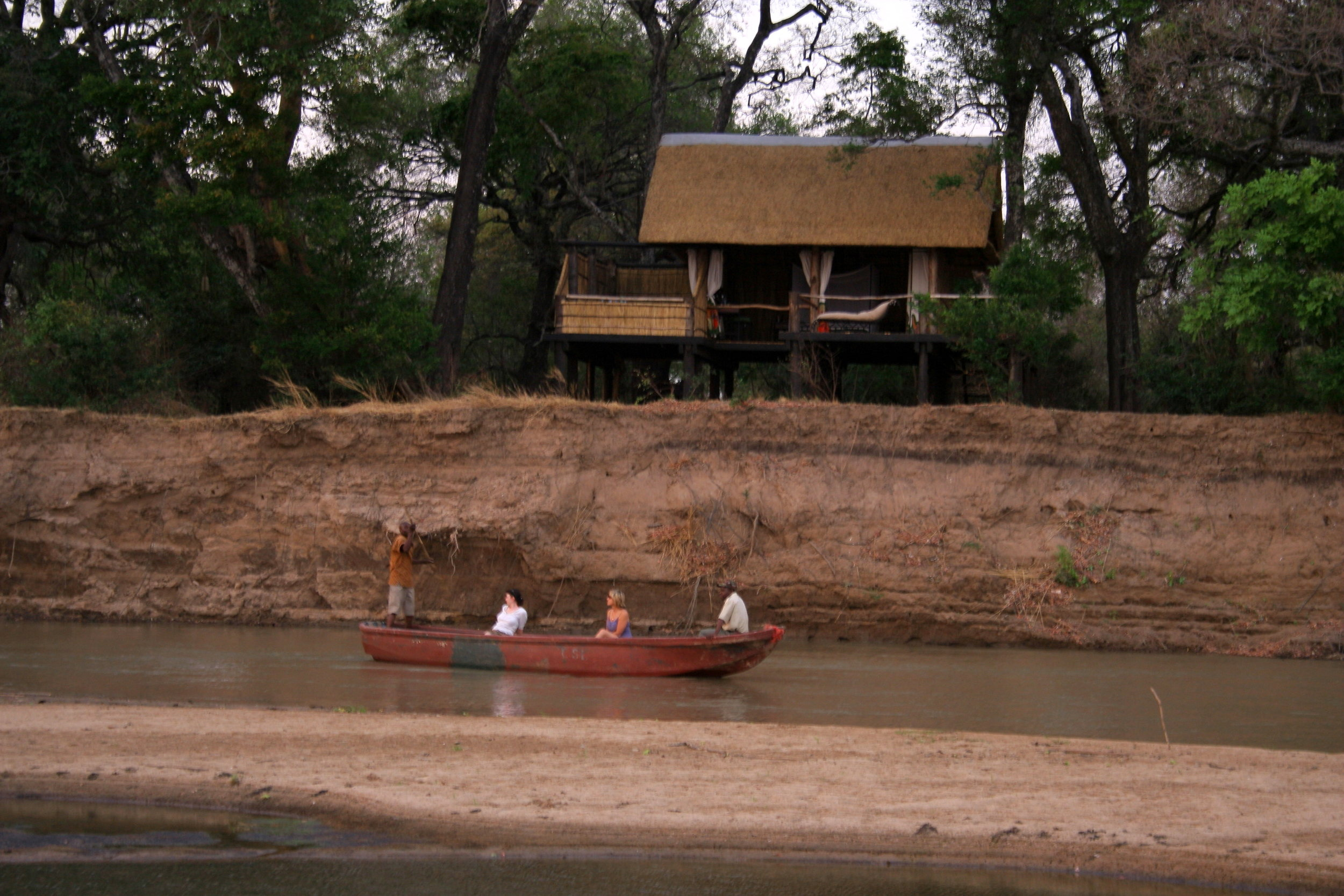 Chindeni Bushcamp on the Luangwa River.