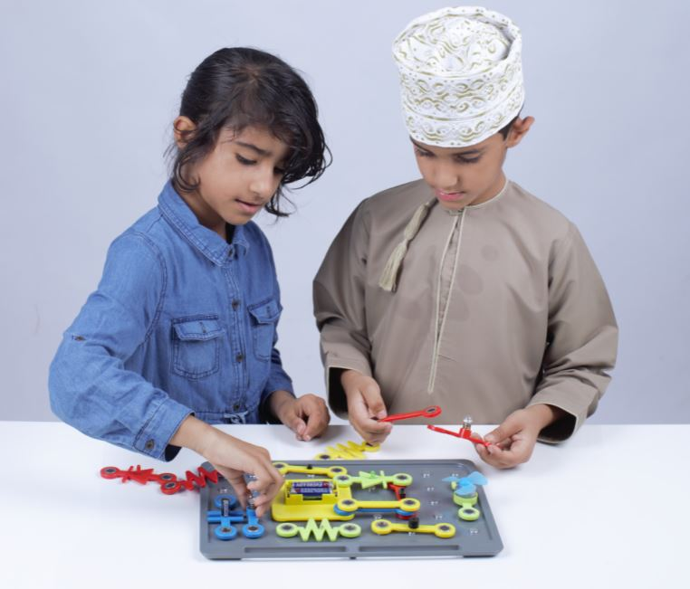 InnoBox Omani Boy and Girl Picture 02.JPG