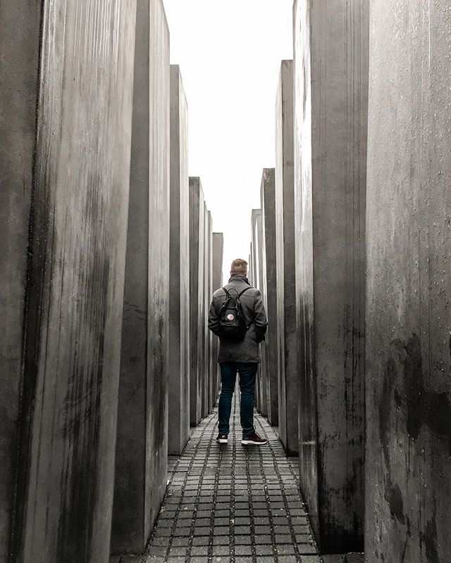 Berlin was just as beautiful as I thought 🖤 If you've got 24h in Berlin (like we had last weekend), I warmly recommend you to visit at least this (☝🏼) Jewish Memorial, Topography of Terror, and the Bundestag & Reichstag area. ⠀⠀⠀⠀⠀⠀⠀⠀⠀ • • #berlin #germany #deutschland #finland #travelling #traveling #kaupunkiloma #berliini #december #matkavinkki #jewishmemorial #bundestag #reichstag