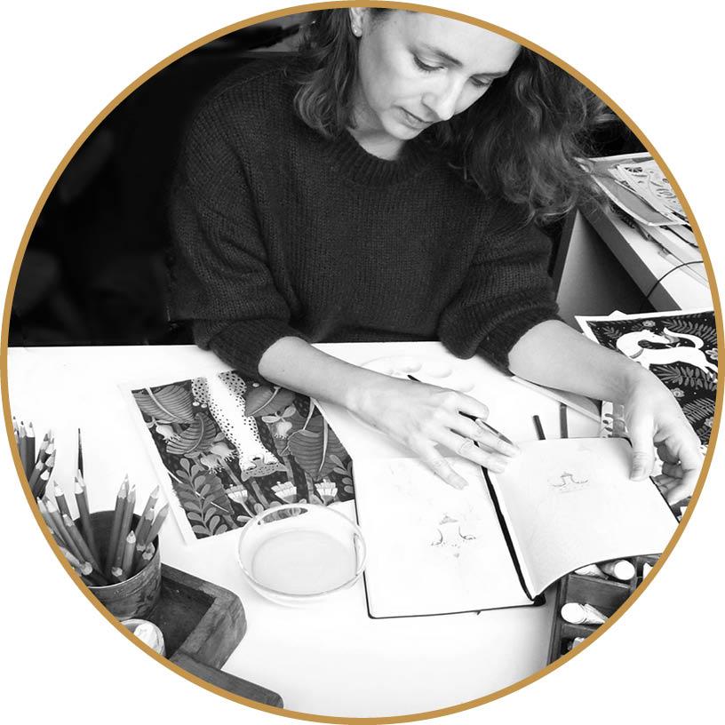 studio portrait 3_Black&white_goldcircle.jpg