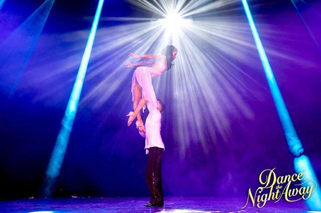 Dance The Night Away... showen som tar dig ett snäpp högre;) —————————————————————————-Dance The Night Away... The show that brings you a few levels higher 📸 @fionawhytepics #dancethenightaway #dancethenightaway #lyft #tricks #sverigeturne #dansshow #örebro #norrköping #eskilstuna #västerås #gävle #göteborg #karlstad #växjo #nyköping #stockholm #dansa