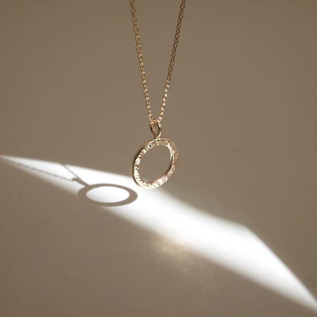 シンプルだけど、とっても印象的な#ネックレス です💕 #10kgold #sundaysparkle