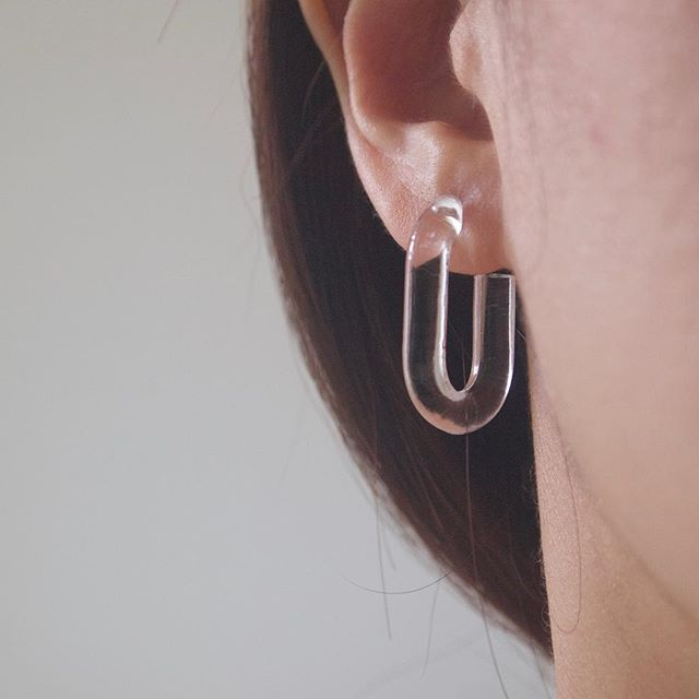 Clara - transparent oval hoops 🌹 #earringsoftheday