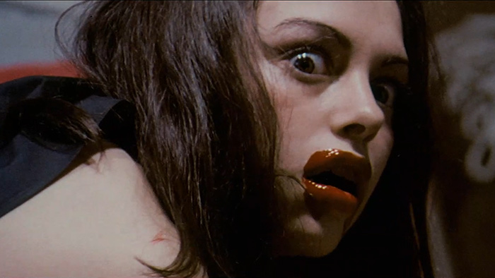 FEMALE-VAMPIRE_film.mp4_snapshot_00.32.12_2012.10.27_05.43.26
