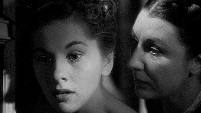 Joan-Fontaine-and-Judith-Anderson-in-Rebecca-1940-2WEB.jpg